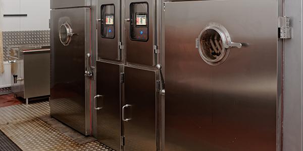 Machine voor koken en roken van vlees